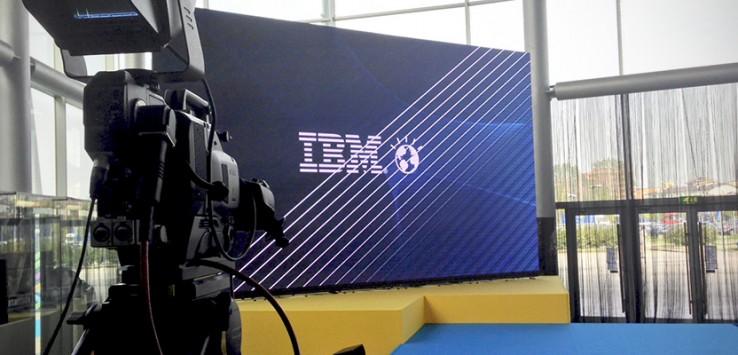 IBM live twitting
